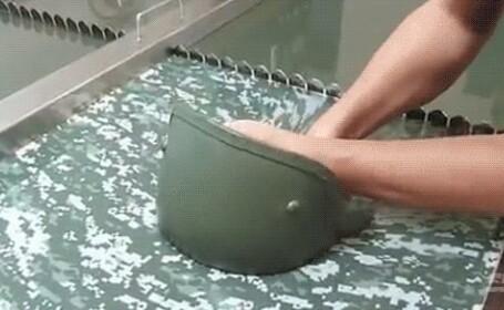 Ce se intampla cu pielea ta dupa ce iti introduci mana in aceasta apa. Video