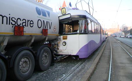 accident cisterna-tramvai