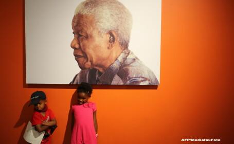 Ultima fotografie cu Nelson Mandela in viata. Isi strange in brate stranepotul de 3 ani