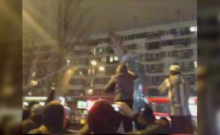Protestatarii din Kiev au daramat statuia lui Lenin. 500000 de ucraineni au iesit duminica pe strazi