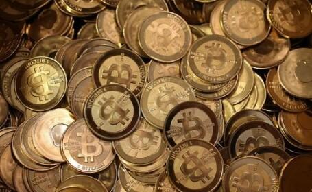 Bitcoin scade dramatic. Moneda s-a devalorizat cu 60% față de decembrie