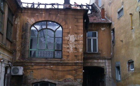 cladire dupa incendiu, Arad