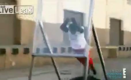 Un acrobat si-a rupt gatul in timp ce incerca sa doboare recordul pentru sarituri prin geam