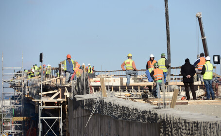 Oprescu spune ca primul pod al pasajului Mihai Bravu ar putea fi gata in martie 2014