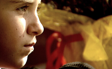 Romania, te iubesc. Mii de copii intorsi in Romania din cauza crizei sufera tulburari de adaptare