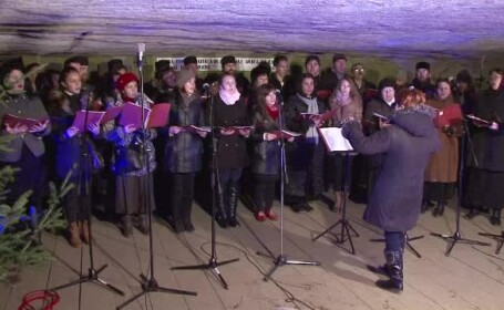 Concert de colinde in Pestera Bolii din Hunedoara