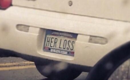 Ce si-a scris acest barbat pe masina dupa ce a castigat divortul cu sotia sa