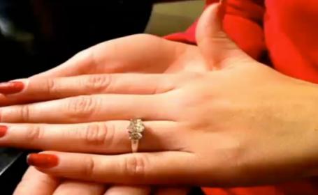 S-a logodit cu un barbat care ar putea sa ii fie bunic. \