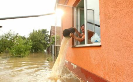 COD PORTOCALIU de inundatii, in doua judete. Alte 10, sub COD GALBEN: 80 de case inundate in Dambovita