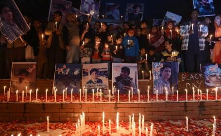 Armata pakistaneza aproba executia a sase islamisti, dupa sangerosul atac, soldat cu 148 de morti, dintre care 132 de elevi