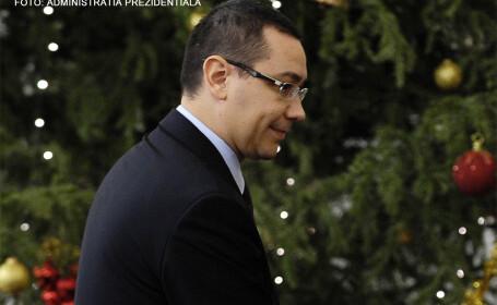 Victor Ponta langa un brad de Craciun