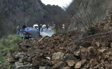 Circulatia pe Valea Oltului este in continuare inchisa dupa ce marti 2000 de tone de bolovani s-au pravalit de pe versant