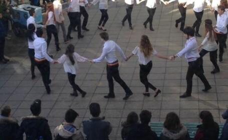 Hora de 1 Decembrie in campusul Universitatii Essex din Marea Britanie. VIDEO