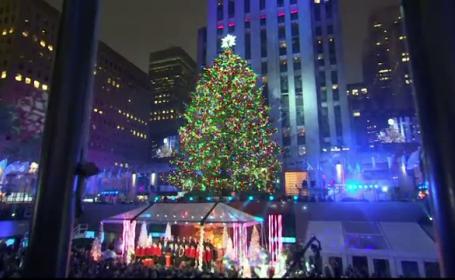 Sarbatorile au inceput la New York cu iluminarea bradului din Rockefeller Center, o traditie de peste sapte decenii