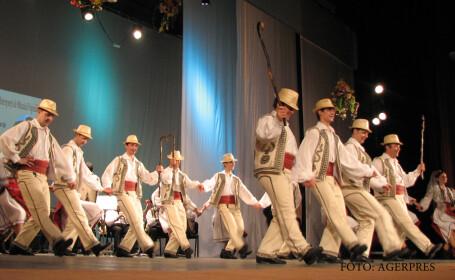 Ansamblul profesionist de dansatori populari 'Junii Sibiului'.