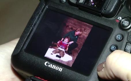 O fotografie cu cei dragi, realizata intr-un studio profesionist, cu decor de iarna. Pretul unui astfel de cadou de Craciun