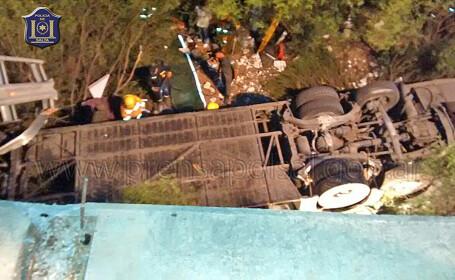 Accident cu cel putin 30 de morti in Argentina. Cine se afla in autobuzul care a cazut intr-o prapastie