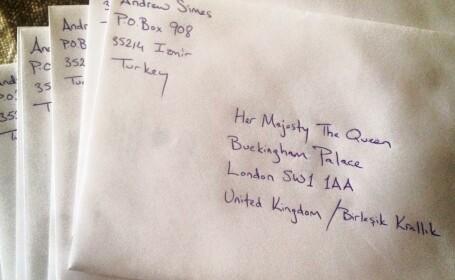 I-a trimis o felicitare de Craciun Reginei Elisabeta in fiecare an, inca din 1952. Raspunsul primit 60 de ani mai tarziu