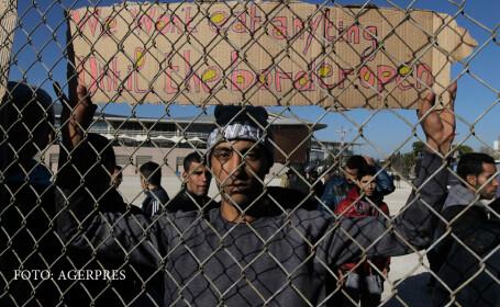 refugiati in spatele unui gard, ameninta cu Greva Foamei