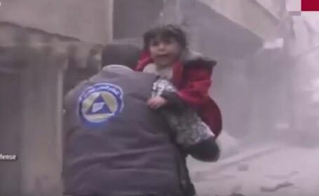 Imaginile cumplite surprinse in Siria dupa un raid care a ucis 49 de civili. Momentul in care o fetita isi cauta mama: VIDEO
