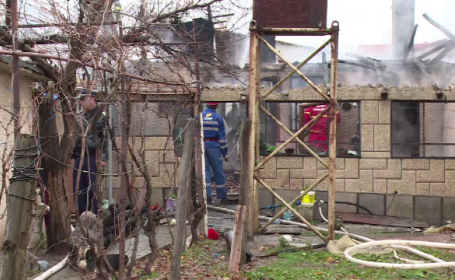 O femeie de 80 de ani a murit intoxicata cu fum si arsa, in casa, in Mizil. Focul ar fi pornit de la soba