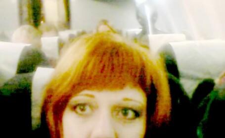 Si-a facut un selfie in avion si a fost socata cand a vazut poza. Ce se afla in spatele ei, la doar cateva scaune distanta
