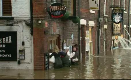 Cele mai grave inundatii din Anglia din ultimii 15 ani. Pagubele depasesc 1 miliard si jumatate de lire sterline