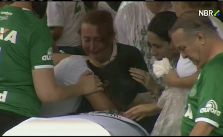 Scene emotionante in Brazilia. Zeci de mii de fani si-au luat adio de la fotbalistii echipei Chapecoense