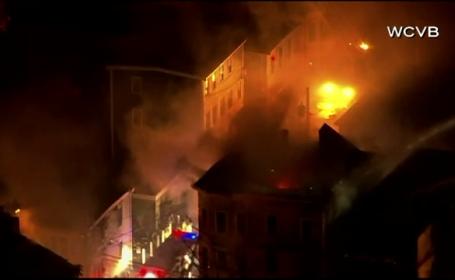 Peste 140 de pompieri au intervenit, dupa ce o cladire din Boston a luat foc. La cate constructii s-a extins focul