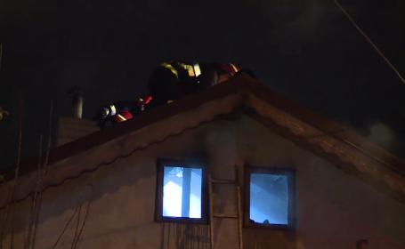 Incendiu puternic in sectorul 1 al Capitalei. Doua case au luat foc din cauze necunoscute; locatarii s-au salvat la timp