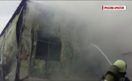 Un garaj plin cu motorina si utilaje de deszapezire a luat foc, in Constanta. Pagubele ar fi uriase