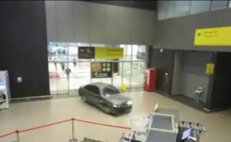 Incident uluitor pe un aeroport din Rusia. De ce a intrat un barbat cu masina in terminalul aerogarii