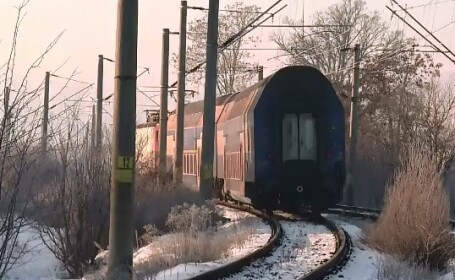 Din cauza frigului, un tren personal care circula de la Bistrita spre Cluj a deraiat. Autoritatile incearca sa repare sinele