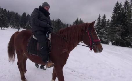 Plimbari cu calul sau snowmobilul pentru turistii ajunsi pe Valea Prahovei. Cat costa sejurul de Revelion pentru o familie