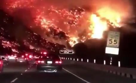 Sute de mii de oameni, evacuați în urma incendiilor de vegetație din California