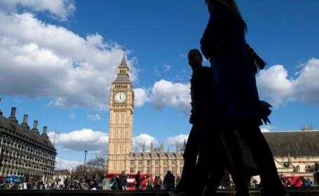 Decizia care înfurie Europa. Taxă de ședere în Regat pentru cetățenii UE, după Brexit