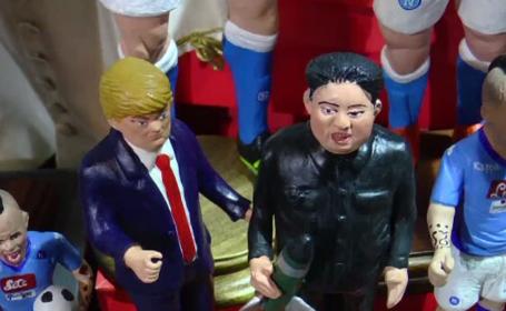 Figurine cu Kim Jong-un și Donald Trump, la tarabele cu decorațiuni de Craciun din Italia