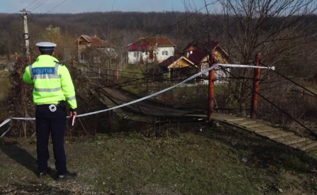 Șase femei, la spital după ce podul pe care îl traversau s-a rupt