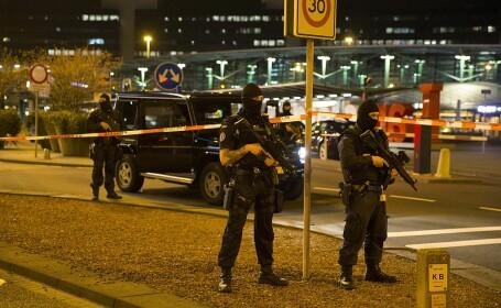 Atac cu cuţitul pe aeroportul Schiphol; agresorul a fost împuşcat