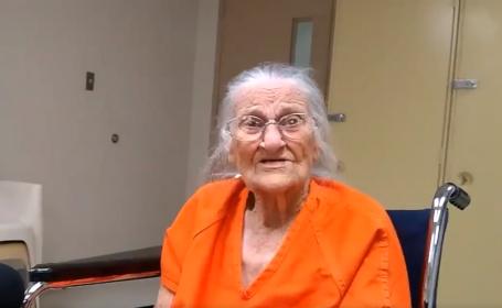 Bătrână de 93 de ani, încătușată și dusă la închisoare, după ce a reufzat să își părăsească apartamentul