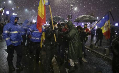 Peste 2.500 de mii de oameni au protestat în Piața Victoriei