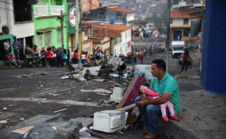 Imagini de groază în Venezuela. Copiii mor de foame din cauza sărăciei