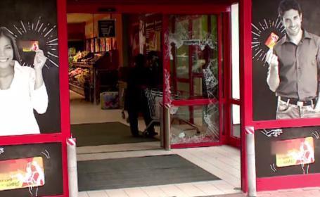 Două bancomate, furate cu totul din magazine din Medgidia și Hârșova. Clienții sunt șocați