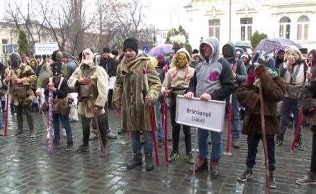 Colindători în port popular au făcut spectacol la Timișoara