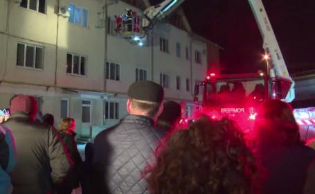 Moș Crăciun a avut nevoie de ajutorul pompierilor, în Bistrița. Incidentul s-a petrecut chiar sub ochii copiilor