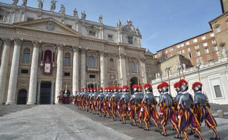 Defilarea gărzilor de onoare ale Papei