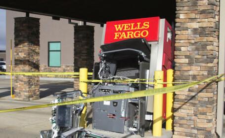 Un bărbat a bătut cu pumnii un bancomat până l-a distrus. Cu ce-i \