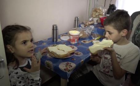 """Șase copii sărmani din Baia Mare trăiesc cu părinții într-o cameră. Mama: """"De multe ori, noi nu mâncăm"""""""