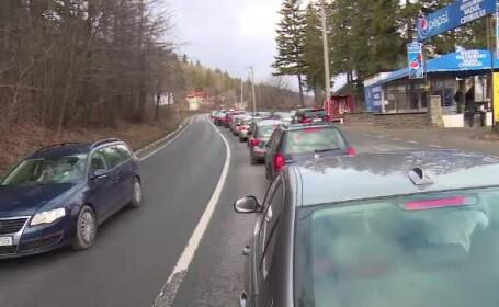 """În """"grabă"""" spre munte, cu 1km/h viteza medie. Șoferii au glumit că nu ajung la timp de Revelion"""