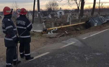 Ţeavă de gaz ruptă în urma unui accident cu 2 maşini, în Dolj. O persoană a fost rănită